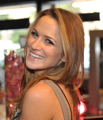 "Shantel VanSanten Attends Alex And Ani's ""Create your own Bangle Bar"" Launch Party"
