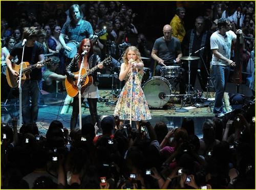 Taylor Swift: 13 Hours peminat Fest!