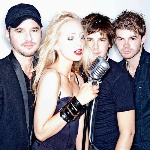 des foto sur Lizzy et son équipe pour leur nouvel album