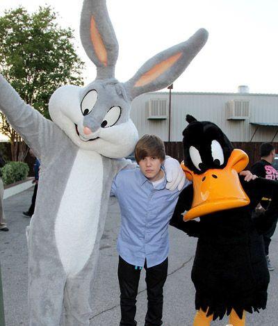 justin&bugs bunny&daffy pato =)<33x