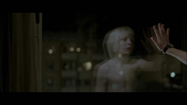 let the right one in Let the right one in blu-ray (låt den rätte komma in) (2008): starring kåre hedebrant, lina leandersson and per ragnar a fragile, anxious boy, 12-year-old oskar is regularly bullied by his.