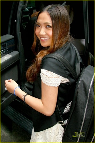 Charice Pempengco wolpeyper titled Charice: 'In This Song' on Regis & Kelly!