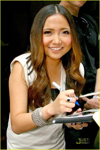 Charice Pempengco wallpaper called Charice: 'In This Song' on Regis & Kelly!