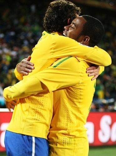 Elano & Robinho celebrates