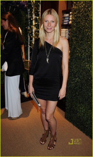Gwyneth Paltrow is a Wimbledon Woman