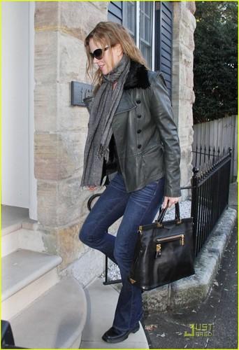 Nicole Kidman Visits Family Down Under