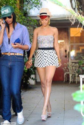 রিহানা shopping in Los Angeles - June 14, 2010