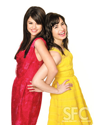 Selena n Demi bffs