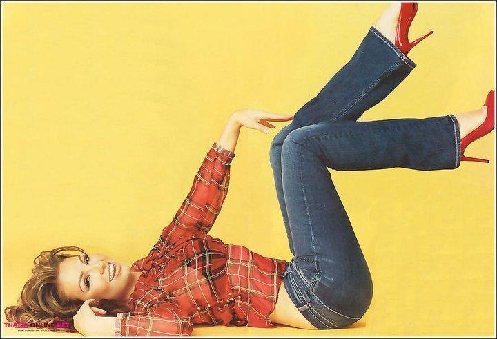 http://images2.fanpop.com/image/photos/13000000/Thalia-thalia-13098115-720-491.jpg