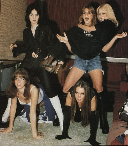 The Runaways are having a great time! - the-runaways-movie Photo