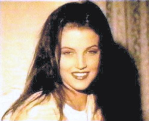 lisa marie presley wallpaper titled Vexi Loves Lisa! :]