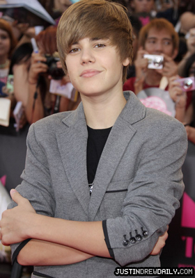 Appearances > 2010 > 21st Annual Much Music Video Awards (June 20th)