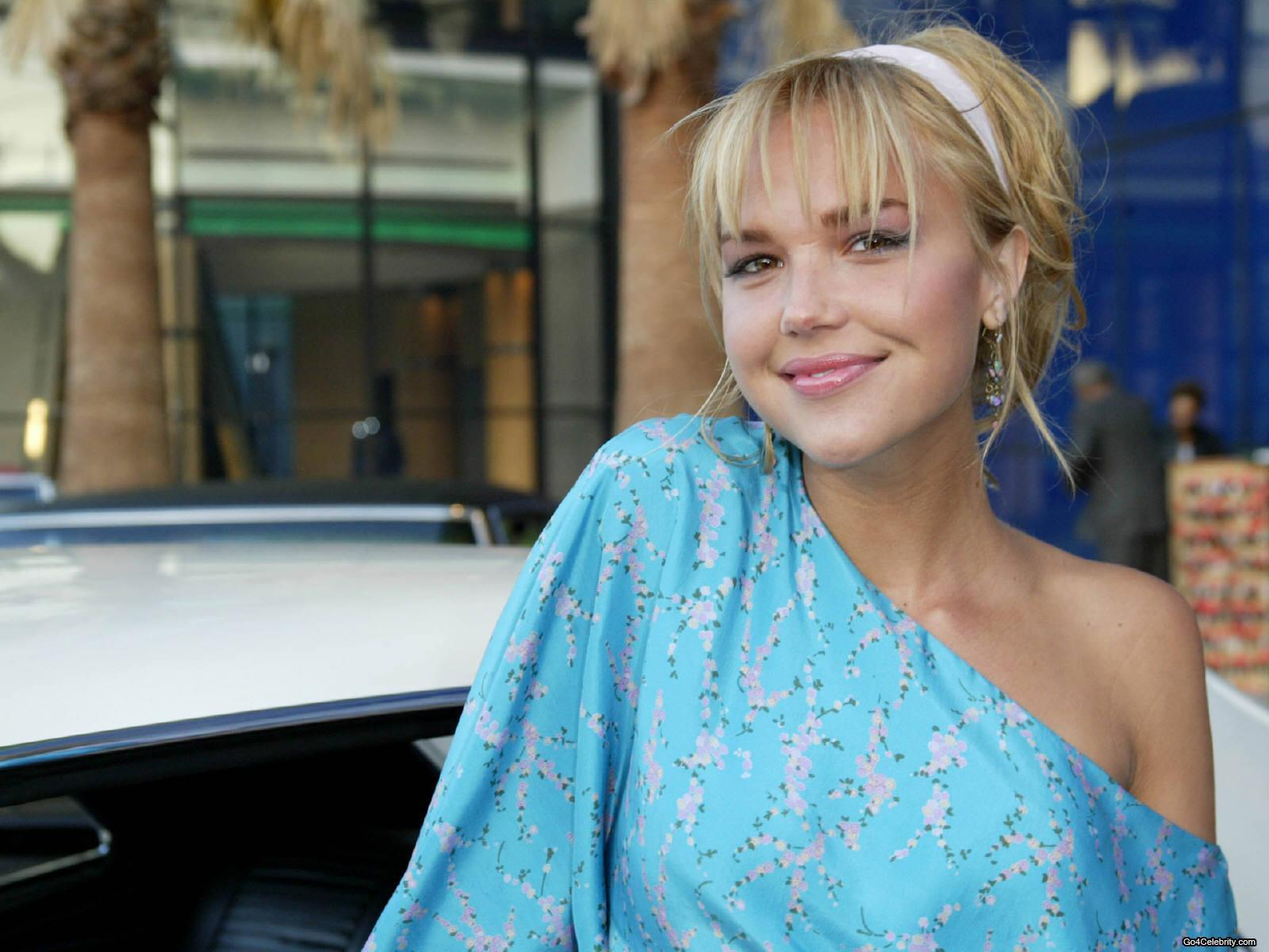 Arielle Kebbel Images Arielle 3 Hd Wallpaper And Background Photos