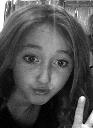 noah cyrus braces. Funny Faces - Noah Cyrus Photo