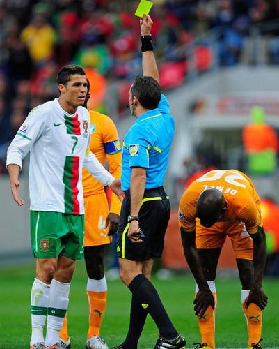 क्रिस्टियानो रोनाल्डो वॉलपेपर entitled Ivory Coast v Portugal: Group G - 2010 FIFA World Cup