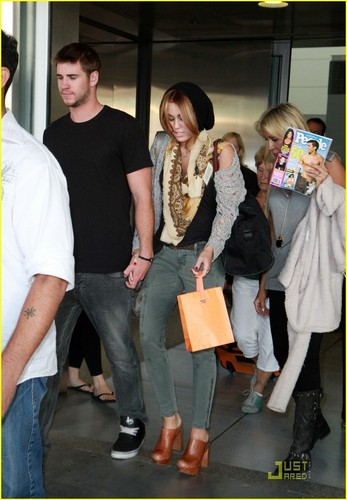 Miley & Liam Arrive in Toronto