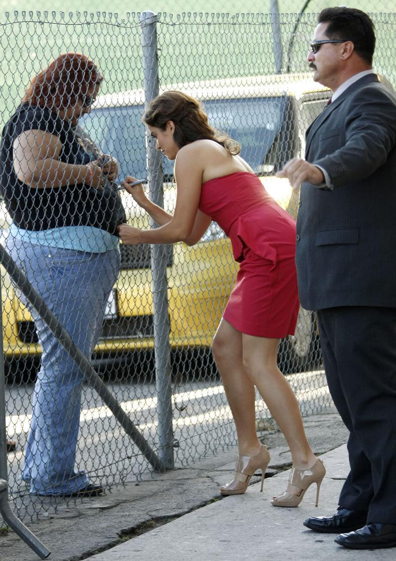 Nikki arriving @ Jimmy Kimmel