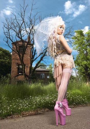 Are kerli and vespertine dating 2