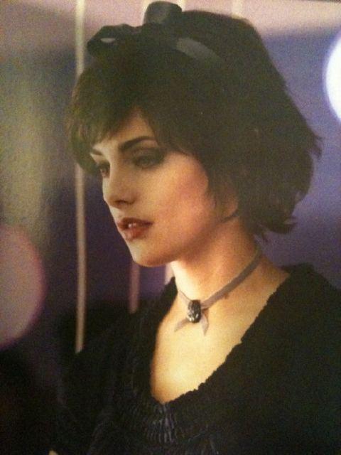 http://images2.fanpop.com/image/photos/13200000/Alice-twilight-series-13240755-480-640.jpg