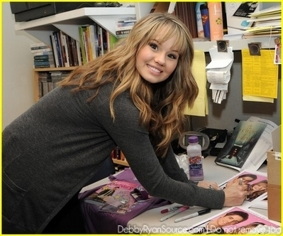 Debby At The Borders Store In Century City(June 19,2010)