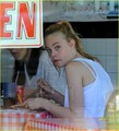 Elle Fanning Eats Pizza for Lunch - elle-fanning photo