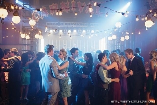 Episode 1.04 - There's No Place Like Homecoming - Promotional foto