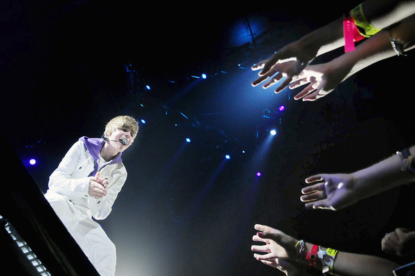 justin bieber my world tour pictures. Justin Bieber My World Tour At