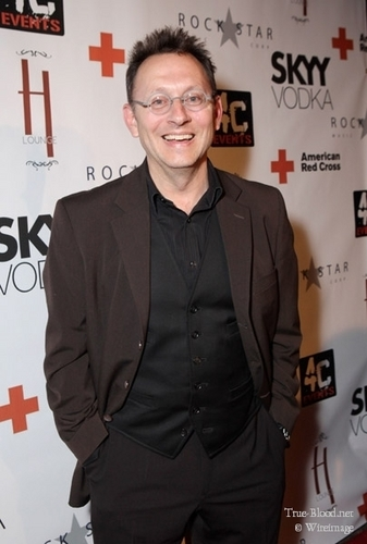 Michael Emerson at American Red traverser, croix Benefit