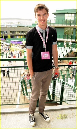 Nicholas at London's All England टेनिस Club