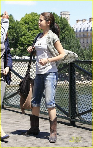 "Selena on set ""Monte Carlo' in Paris (June 22)."
