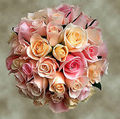 faned out rose bouquet