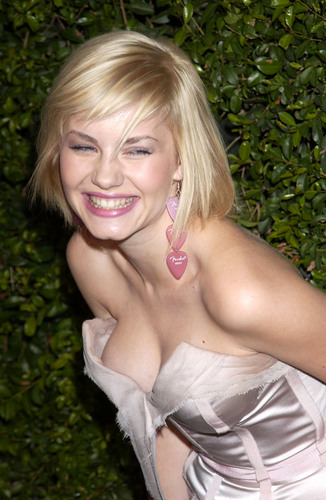 Elisha Cuthbert پیپر وال titled out n about