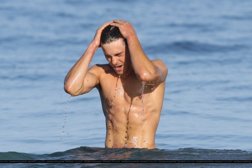 zac surfing