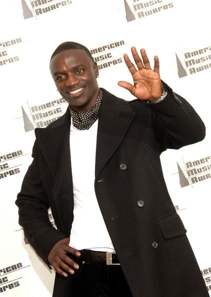 * GOLDEN moyo Akon *