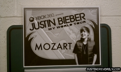 Tours > My World Tour (2010) > Behind The Scenes/Backstage