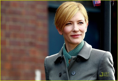 Cate Blanchett Goes Green For The Theater