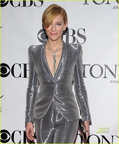 Cate Blanchett: Tony Awards Silver Suit!