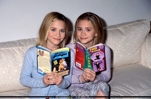 Mary-Kate & Ashley Olsen wallpaper entitled Dualstar Photocall - 1999