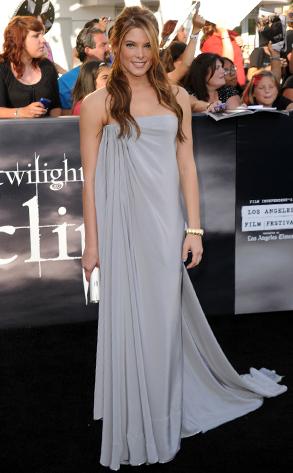 http://images2.fanpop.com/image/photos/13300000/Eclipse-Premiere-twilight-series-13300423-293-473.jpg