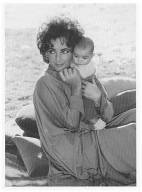 Elizabeth Taylor With Her Grandaughter
