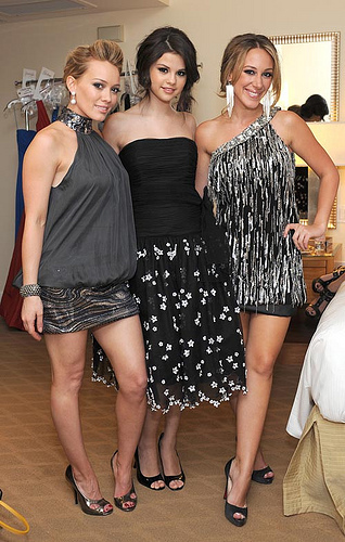 HAYLIE DUFF,SELENA GOMEZ AND HILARY DUFF