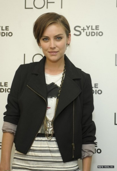 ������ ����� 2011 Jessica Stroup Jessica-LOFT-Fall-2010-Press-Preview-And-Cocktail-Party-jessica-stroup-13316093-379-550.jpg