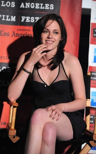 "Kristen @ the LA premiere of ""Welcome to thr Rileys"""