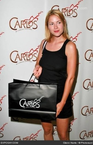Laura @ एमटीवी Movie Awards - Boom Boom Room Gifting Suite - 2006