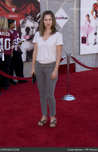Laura @ The Game Plan Premiere - 2004