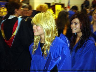 Mary-Kate and Ashley graduating 2006