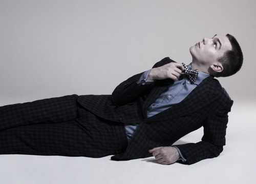 Nicholas Hoult door Jason Hetherington