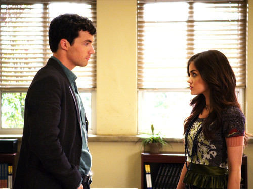 ● DEVINE D'OÙ PROVIENT L'IMAGE Pretty-Little-Liars-1-04-Can-You-Hear-Me-Now-pretty-little-liars-tv-show-13321413-500-375