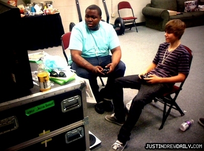 Tours > My World Tour (2010) > Behind The Scenes