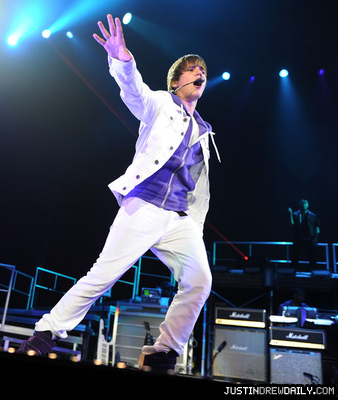 Tours > My World Tour (2010) > June 2010 > Sun National Bank Center, Trenton New Jersey; (June 24th)